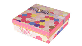 Clothing packaging box show